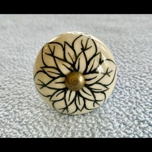 Other - NWT - 4 Flower Draw Knobs/Pulls